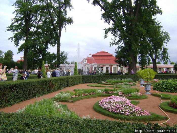 Монплезир («моё удовольствие» по-французски) – дворец с примыкающим к нему садом в восточной части Нижнего парка