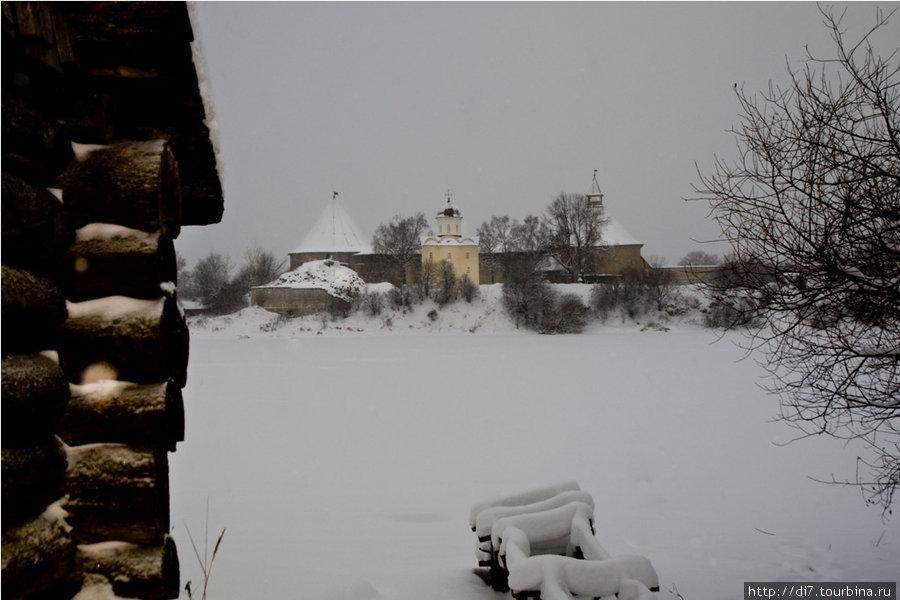 Крепость с правого берега Волхова