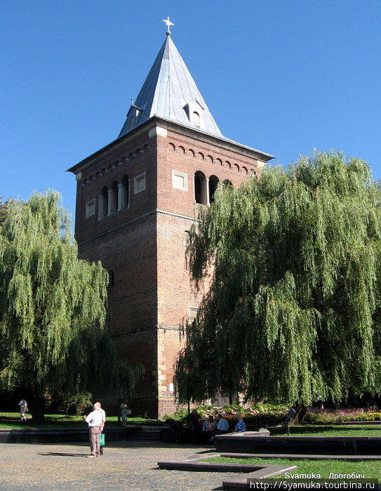 Башня-колокольня.