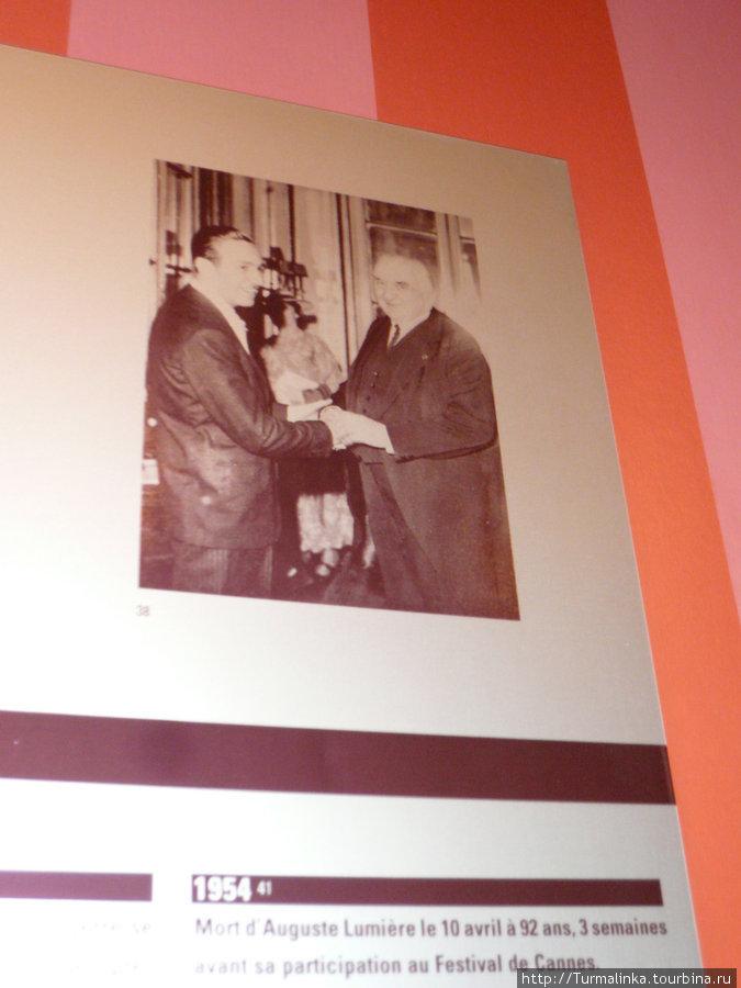 Уолт Дисней  приехал поздравить братьев с их великолепными изобретениями!
