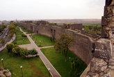 Вид на парк у городской стены