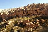 Пещеры в склоне горы