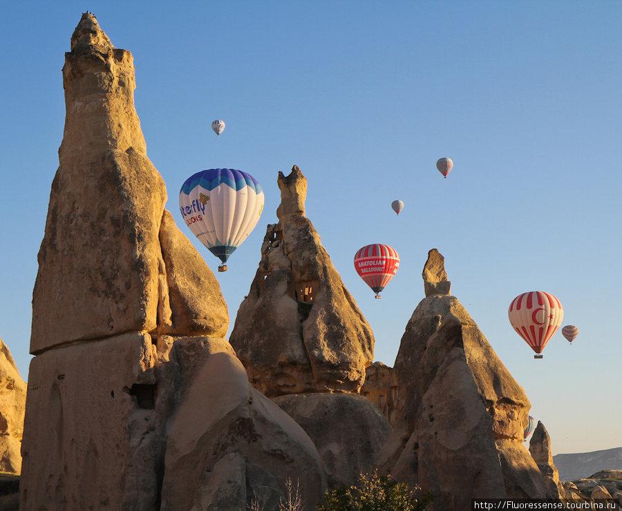 Воздушные шары на рассвете.