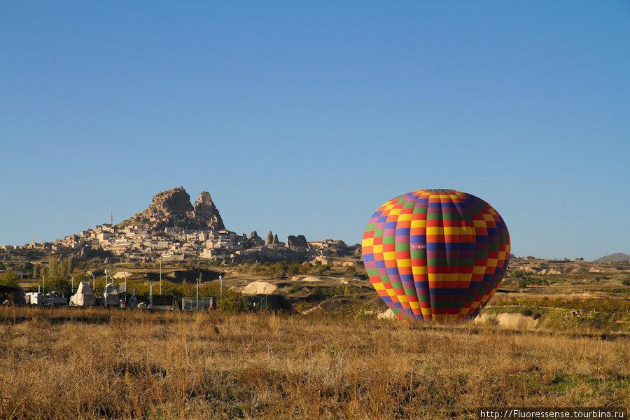 Феерия окончена, шарики приземлились и скоро сдуются, а за ними приедут джипы со специальными прицепами.