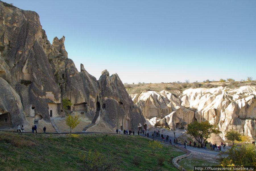Goreme Open Air Museum — музей под открытым небом — это место, куда ходит не стоит. Единственное оправдание — это несколько пещерных церквей с хорошо сохранившимися фресками.