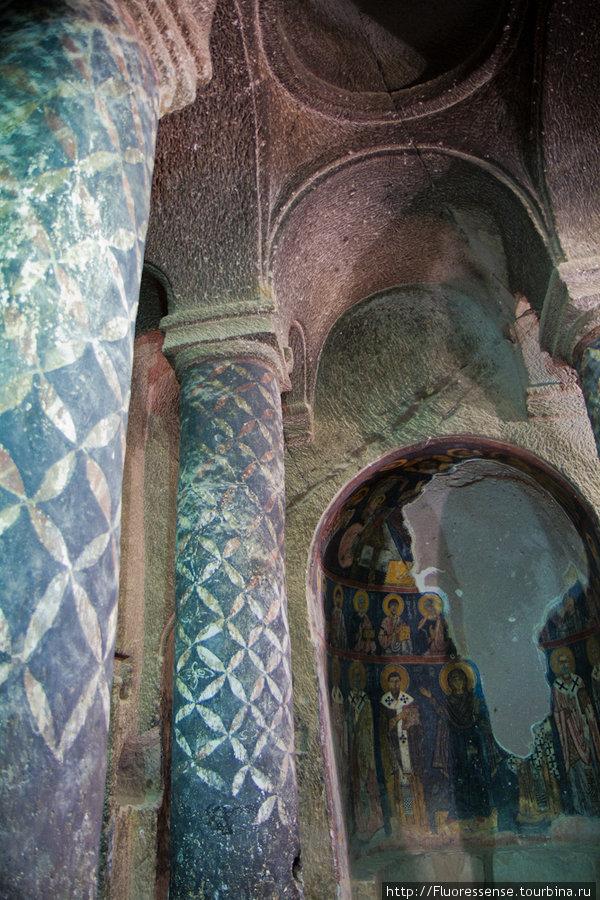 Настенное изобразительное искусство в монастыре Gumusler — самое хорошо сохранившееся и впечатляющее во всей Каппадокии.