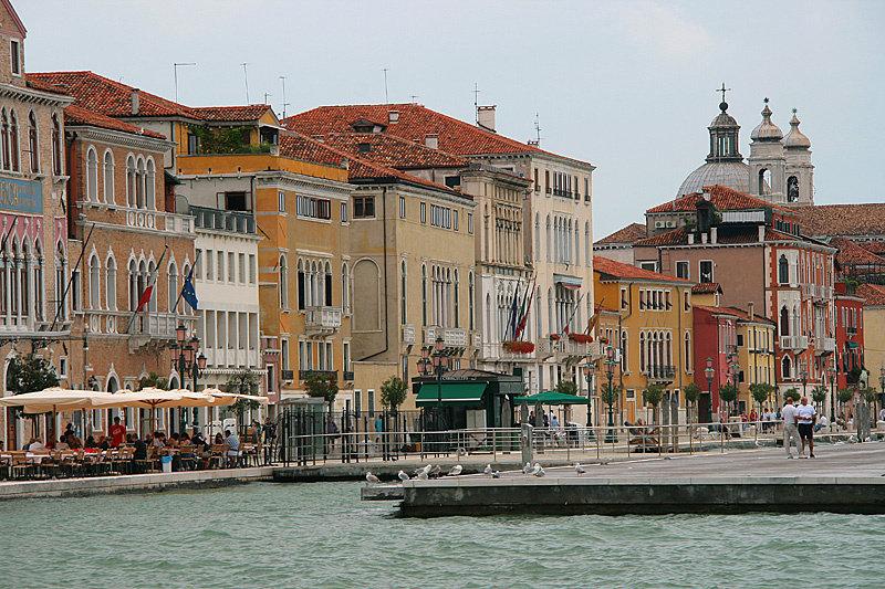 Вода в Венеции солёная. Понимаете, что это значит? Это же охренеть — море в городе!