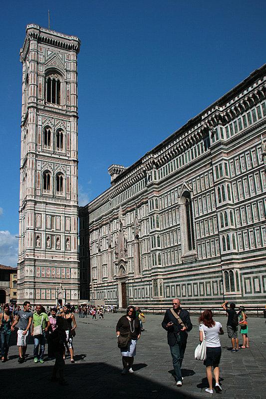 За 6 евро можно подняться на отдельно стоящую колокольню — Кампанилу
