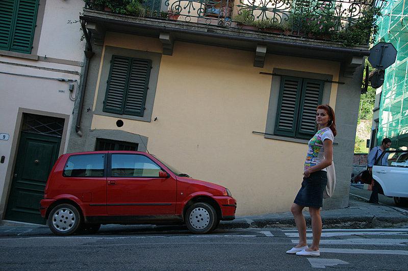 Встречать закат можно отправиться на площадь Микеланджело. Она расположена за рекой на высоком холме