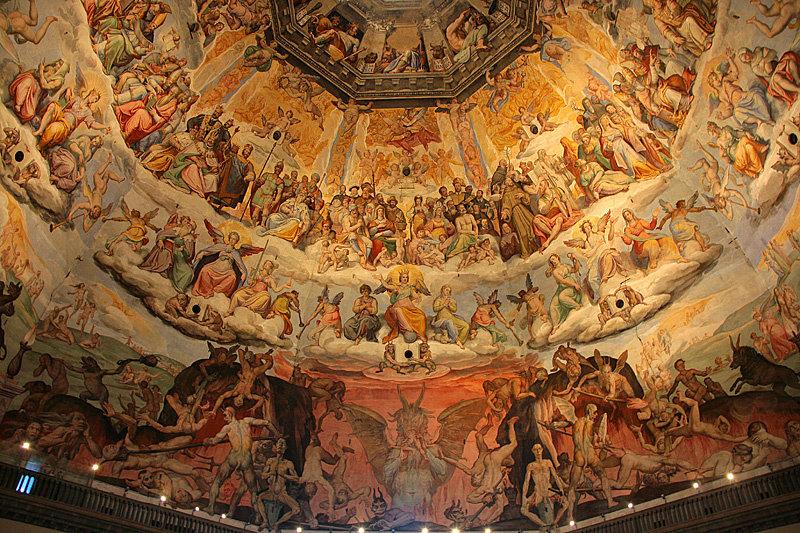 Изнутри купол украшен сюжетами страшного суда со множеством интересных деталей