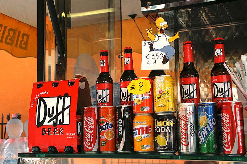 Повалялись на траве и выпили по бутылочке Duff Beer. Рекомендовано Гомером Симпсоном. Mmmm, beer...