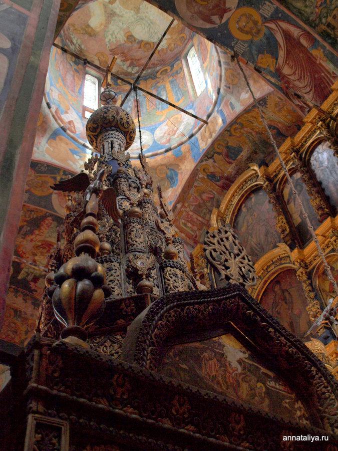 Внутри церкви Ильи Пророка