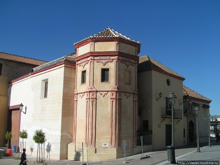 Одно из зданий церкви