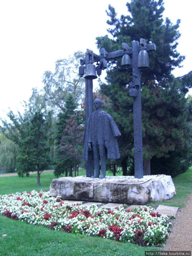 Памятник Б. Бартоку