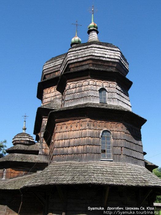 Южная сторона Храма Святого Юра.