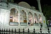 Ночью в мечети Улу джами в Малатье
