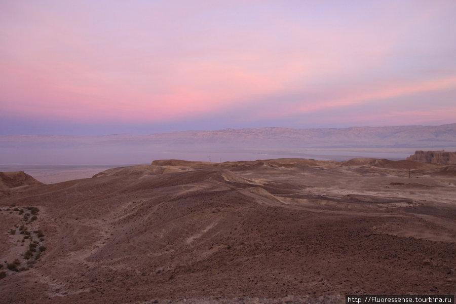 На закате панорама долины