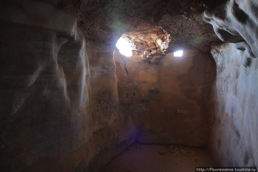 Главный резервуар для воды в Масаде. Еще есть несколько меньших по размеру. Именно они и были основой стойкости и независимости Масады от внешнего мира.