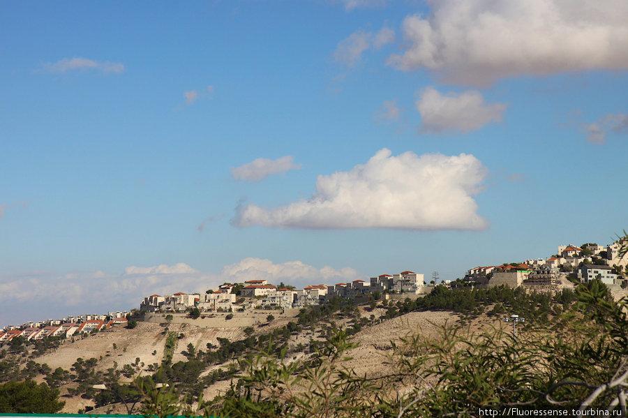 Американская мечта за колючей проволокой. Еврейские поселения в West Bank — на Западном Берегу.