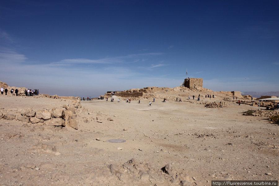 От самой крепости почти ничего не отсталось и то, что видно — по большей части, восстаносленные здания.
