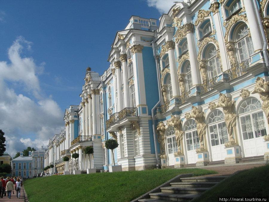 Екатерининский дворец — архитектурный бриллиант Царского Села, созданный гениальным зодчим Ф.Б. Растрелли в 1752 — 1756 гг.