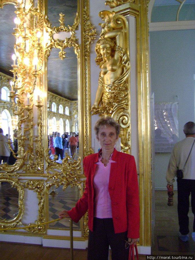 Перед входом в Большой зал
