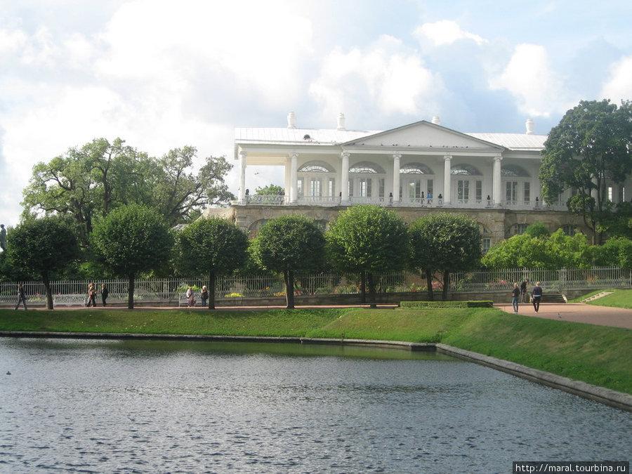 Воплощением мечты императрицы Екатерина II об античности в царскосельской резиденции стала знаменитая Камеронова галерея ( архитектор, знаток античной архитектуры Ч. Камерон, 1783-1787 гг.)