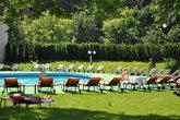 Кроме целебного ила со дна реки Ваг, к услугам гостей курорта бассейны с минеральной водой, мягкий климат и солнечные дни.