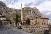 Мечеть у подножия скалы