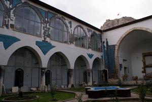 Во внутреннем двор Гёк медресе в Токате