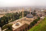 Новая мечеть — Йени джами, у подножия скалы с крепостью
