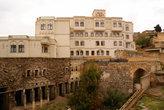 Гостиница на древних руинах
