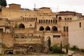Старые дома строили прямо на руинах еще более древних зданий