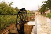 Водяное колесо в парке у Новой мечети