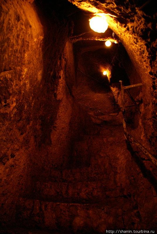Темный подземный ход Шанлыурфа, Турция