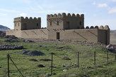 Реконструированная крепость у входа на руины Хаттуши