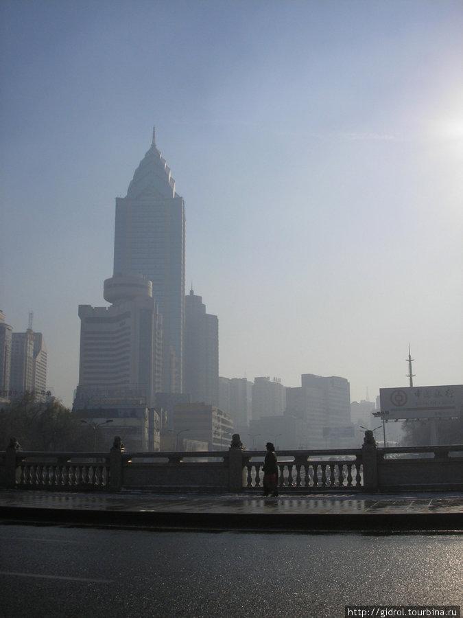 Самое высокое здание в городе.