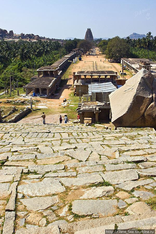 вид на храм Вирупакши