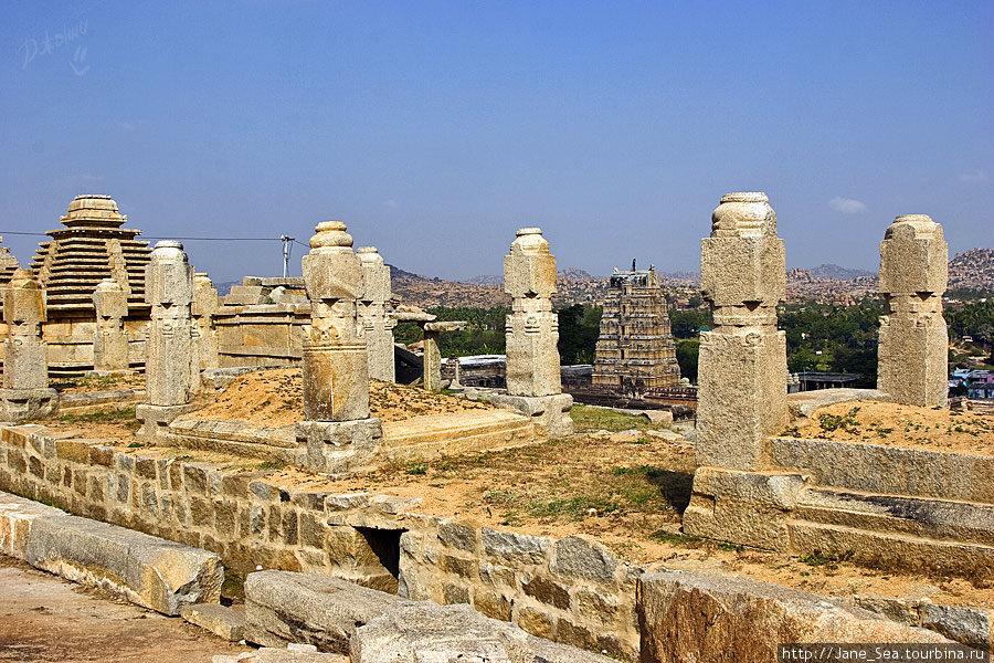 развалины около храма Вир