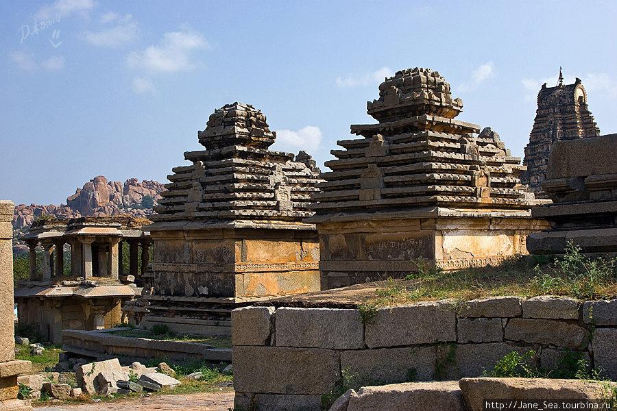 развалины около храма Вирупакши