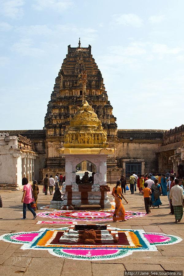 в храме Вирупакши