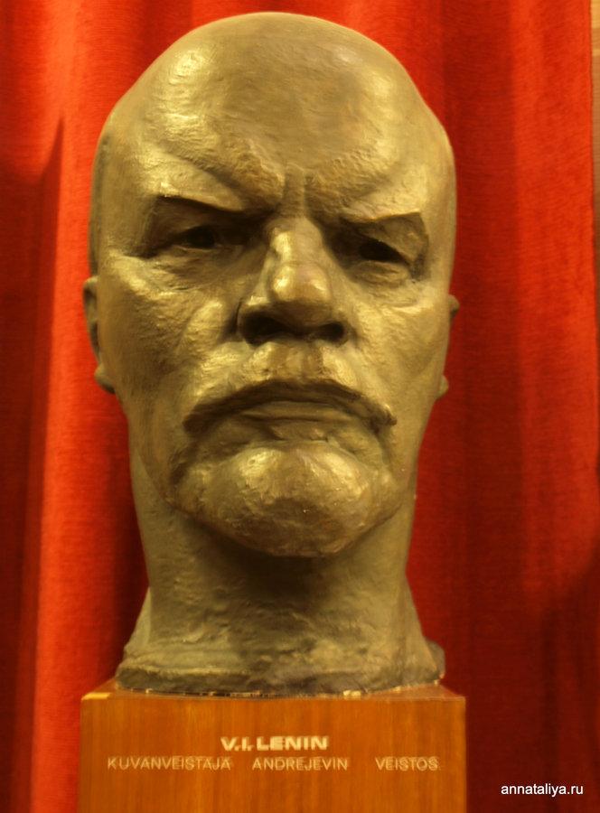 Бюст Ленина