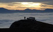 На краю... Вдали Бабуган-яйла. И самая высокая точка Крыма — 1545 метров