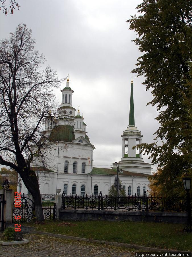 Церковь напротив дома