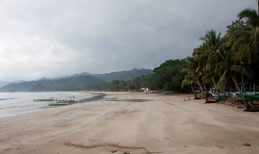 А вот и пляж. Дождь не пе