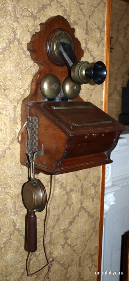 Старинный телефон из дома-музея