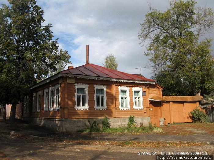 Литературно-мемориальный музей И. Бунина. (снимки музея от сентября 2010 года; зимние — только на пленке)