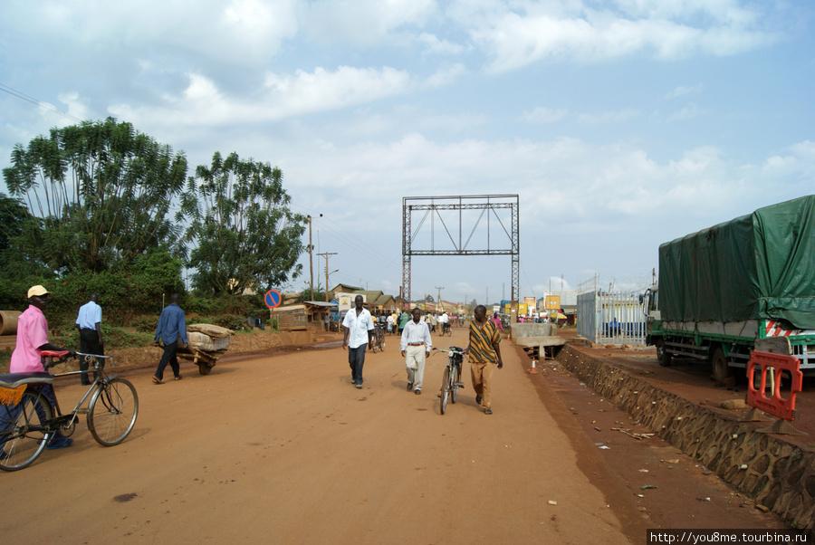 Бусиа — пограничный переход на кенийско-угандийской границе (Уганда)