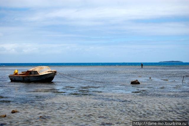 Катер во время отлива Нукуалофа, Тонга