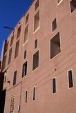 Стена с окнами